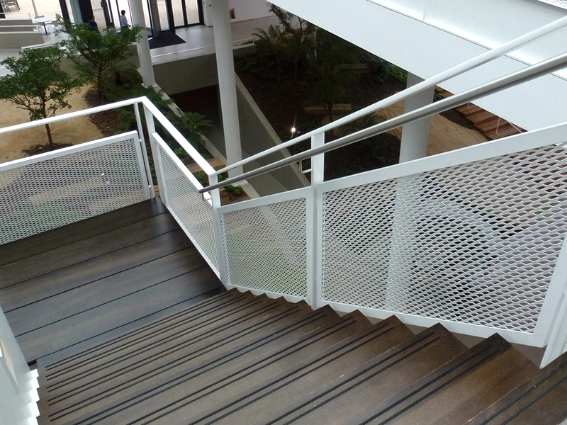 Expanded Metal Stair Treads Fit To Mobile Ladders And