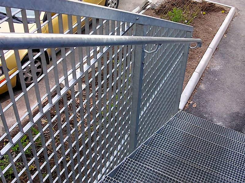 Expanded Metal Railing Used Indoor And Outdoor To Avoid