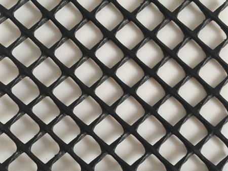 White, diamond mesh extruded aquaculture netting.
