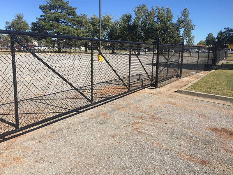 Chain Link Slide Gate Used In Industrial And Commercial Area