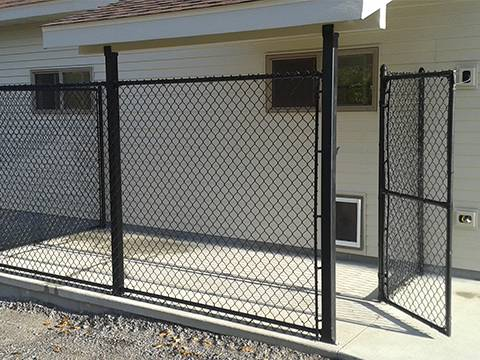 Black Chain Link Fence With Vinyl Coating Resistant To