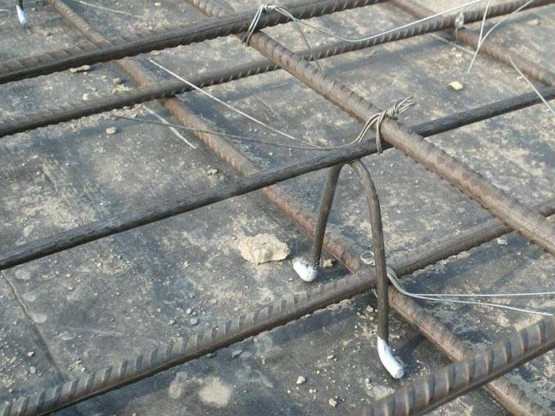 Fiber Cement Spacers : Reinforcing bar support for building foundation and bridge