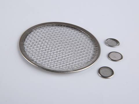 There is one bigger and three smaller disc filter element with metal end.
