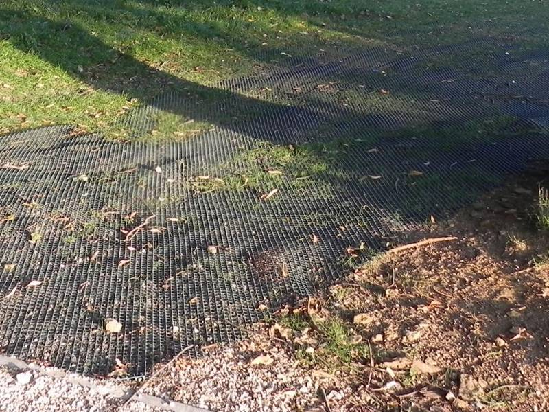 The rhomboidal turf reinforcement mesh installed on the grassland to form a pedestrian walkway.