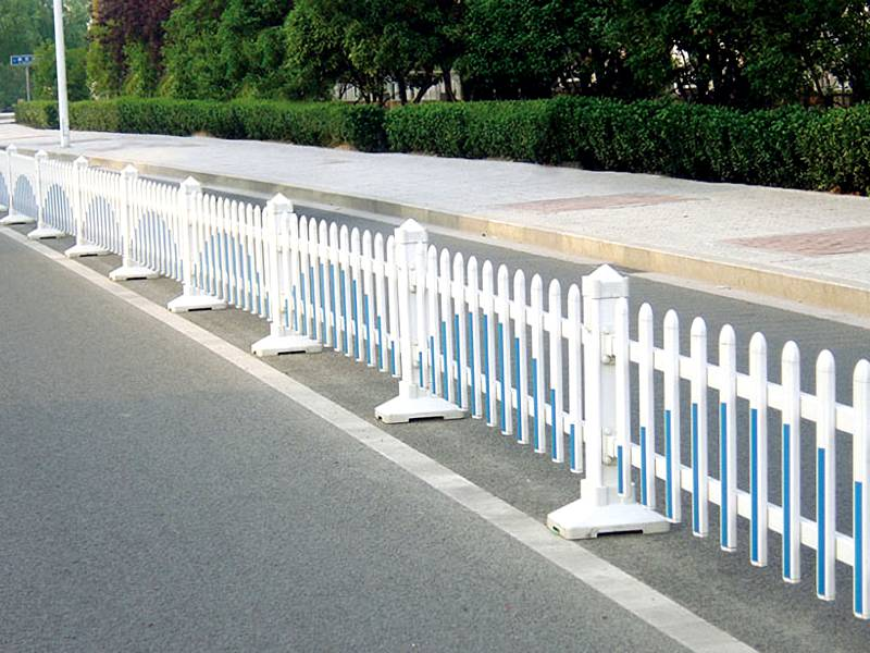 White and blue color city safety road fence with spear top.