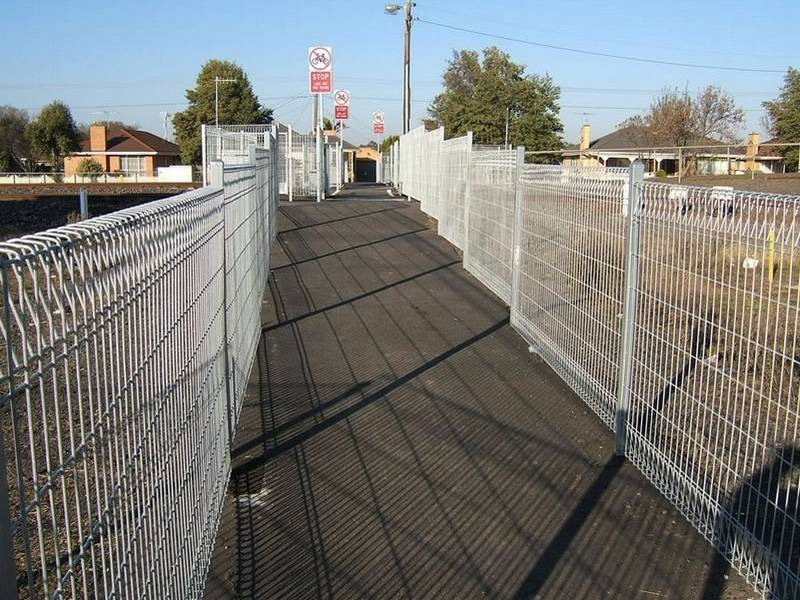 Roll Top Fence Has Good Protective Effect In Public