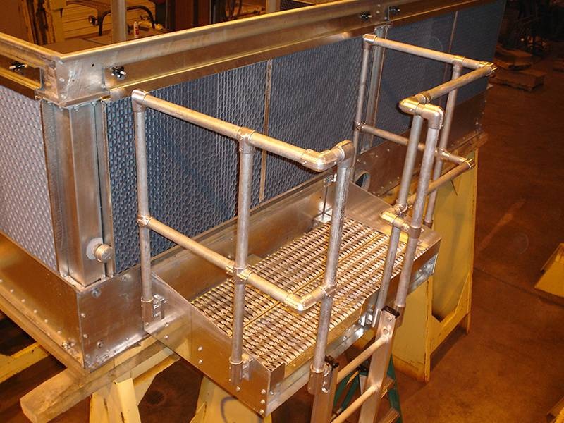 Diamond-Strut safety grating is used as working platform in a plant.