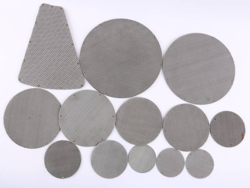 Several disc shape sintered wire meshes with different sizes and a special shape sintered wire mesh.