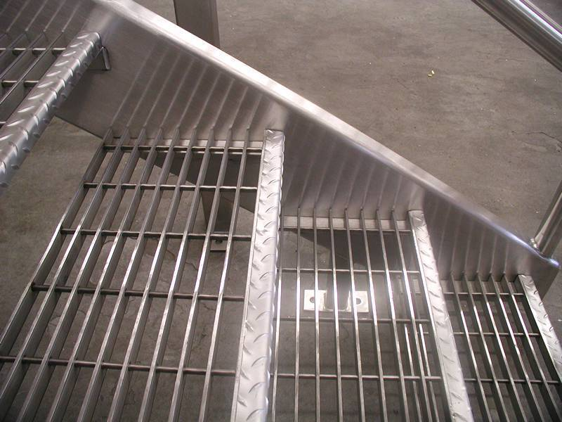 Swaged Grating Cross Bar Insert Pre Punched Hole Of