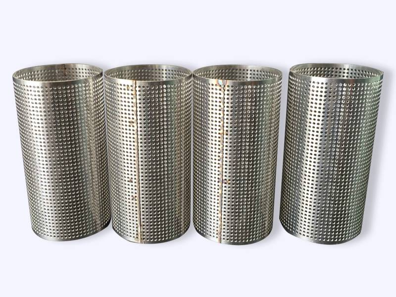 Four straight perforated pipes with straight line holes.