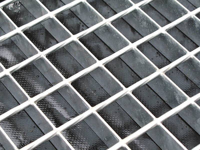 This is a galvanized welded bar grating with smooth surface.